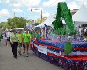 PARADE_0020_granvillecleanersfloat_carolgregory_dsc_0429.jpg